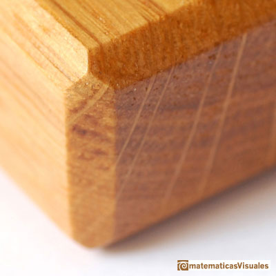 Chamfered cube: wood | matematicasVisuales