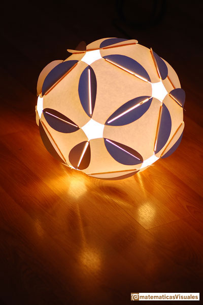 icosahedron: beautiful lamp | matematicasVisuales