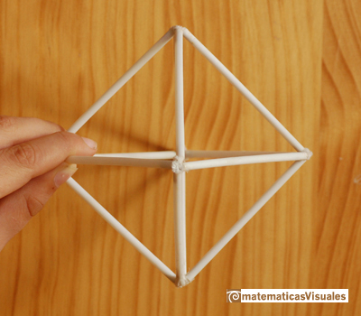 One way to handle an octahedron to calculate its volume | matematicasvisuales