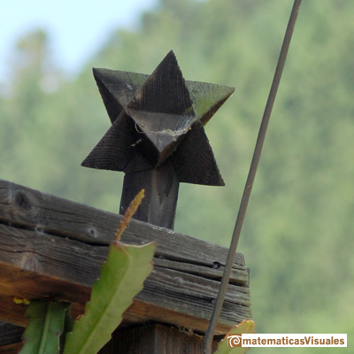 Stellated Octahedron or Stella Octangula: Detail in a house at The Black Forest Open Air Museum (near Gutach, Germany) | matematicasvisuales